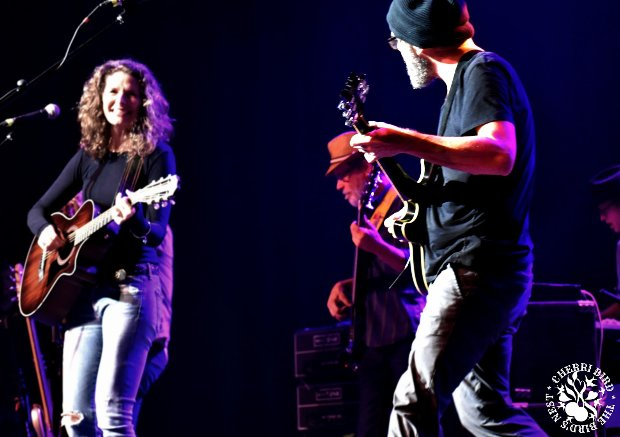 LIVE REVIEW: Edie Brickell & The New Bohemians – Deep Ellum