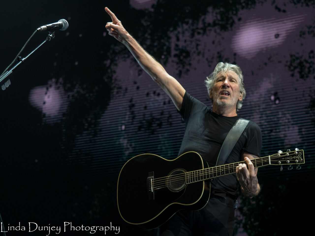 live review roger waters us them tour perth arena february 20th 2018 the rockpit. Black Bedroom Furniture Sets. Home Design Ideas